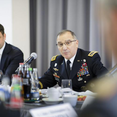 Lastenteilung in der NATO und hybride Bedrohungen