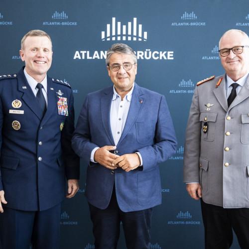 Der Westen und die Zukunft der NATO